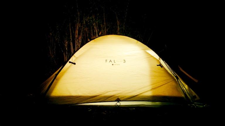 Snowpeak-FAL3で野営している様子
