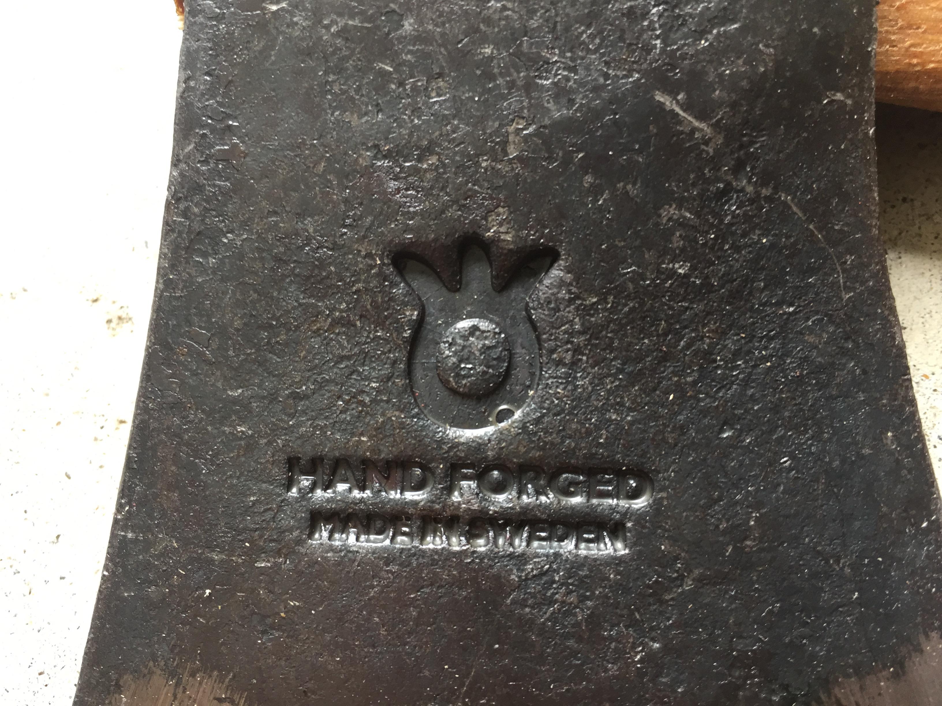 ハスクバーナの手斧のアップ(刻印)