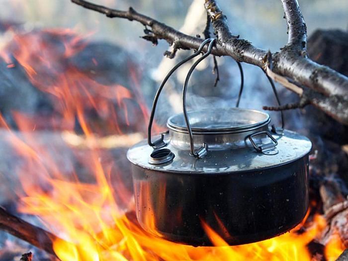 焚き火とケトル